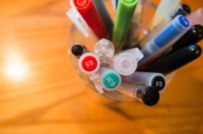 pens-923600_640