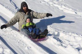 sledding-1431789_640